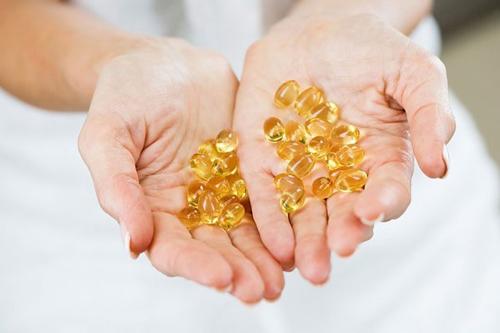 cach-lam-trang-da-mat-bang-vitamin-e